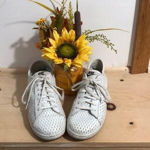Women Leather Nike Shoes Size 8.5 white
